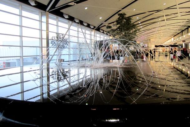 dancing fountain - detroit airport