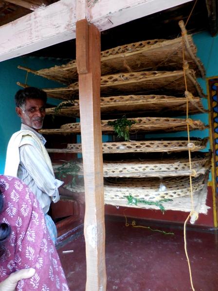 pix7 103 silkworm mats stacked horizontally