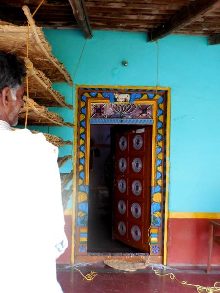 pix7 104 village doorway